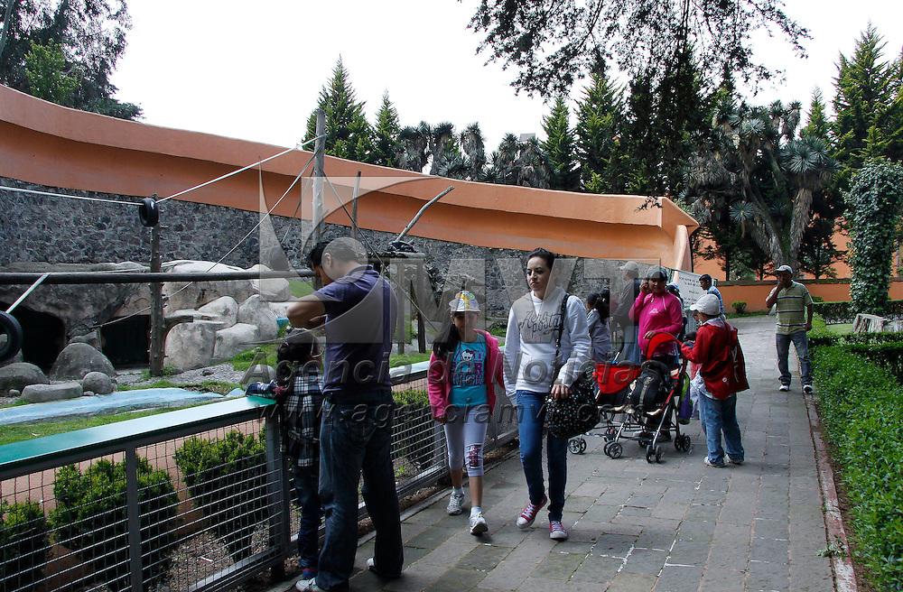 Calimaya, México.- Familias aprovecharon el ultimo día de vacaciones para visitar el Zoológico de Zacango, en donde se puede encontrar una gran variedad de especies animales. Agencia MVT / Crisanta Espinosa