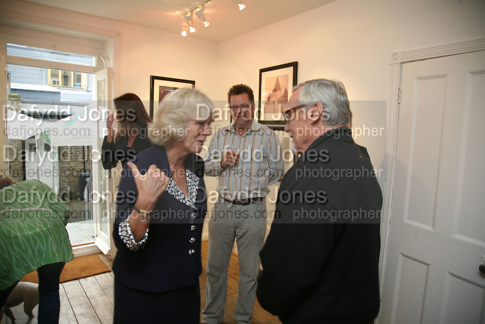 THE DUCHESS OF CORNWALL, CHARLIE PHILLIPS AND DENNIS HOPPER,  Norman Parkinson and Philip Treacy, an exhibition of photographs by Norman Parkinson and drawings by celebrated milliner Philip Treacy. ELEVEN Gallery. VICTORIA. LONDON. 3 July 2007.  -DO NOT ARCHIVE-© Copyright Photograph by Dafydd Jones. 248 Clapham Rd. London SW9 0PZ. Tel 0207 820 0771. www.dafjones.com.