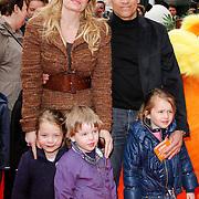 NLD/Amsterdam/20120401 - Premiere de Lorax, Robert Schumacher met partner Claudia van Zweden en dochter  Livia met vriendinnetjes