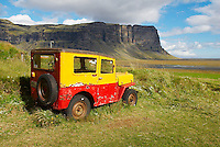 Islande. Ancienne voiture a Nupsstadur. // Iceland. Old car at Nupsstadur.