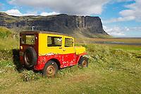 Islande. Ancienne voiture a Nupsstadur. // Iceland. Old car at Nupsstadur.