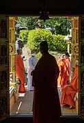 Altare, Liguria, Matha Gitananda Ashram, Monastero induista tradizionale. un momento di attesa prima della preghiera nel tempio
