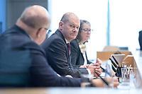 """29 OCT 2020, BERLIN/GERMANY:<br /> Peter Altmaier (L), CDU, Bundeswirtschaftsminister, und Olaf Scholz (R), SPD, Bundesfinanzminister, wahrend einer Pressekonferenz zum Thema """"Neue Corona-Hilfen: Stark durch die Krise"""", Bundespressekonferenz<br /> IMAGE: 20201029-01-014<br /> KEYWORDS: Corvid-19, Unterstuetzung, Hilfe,"""