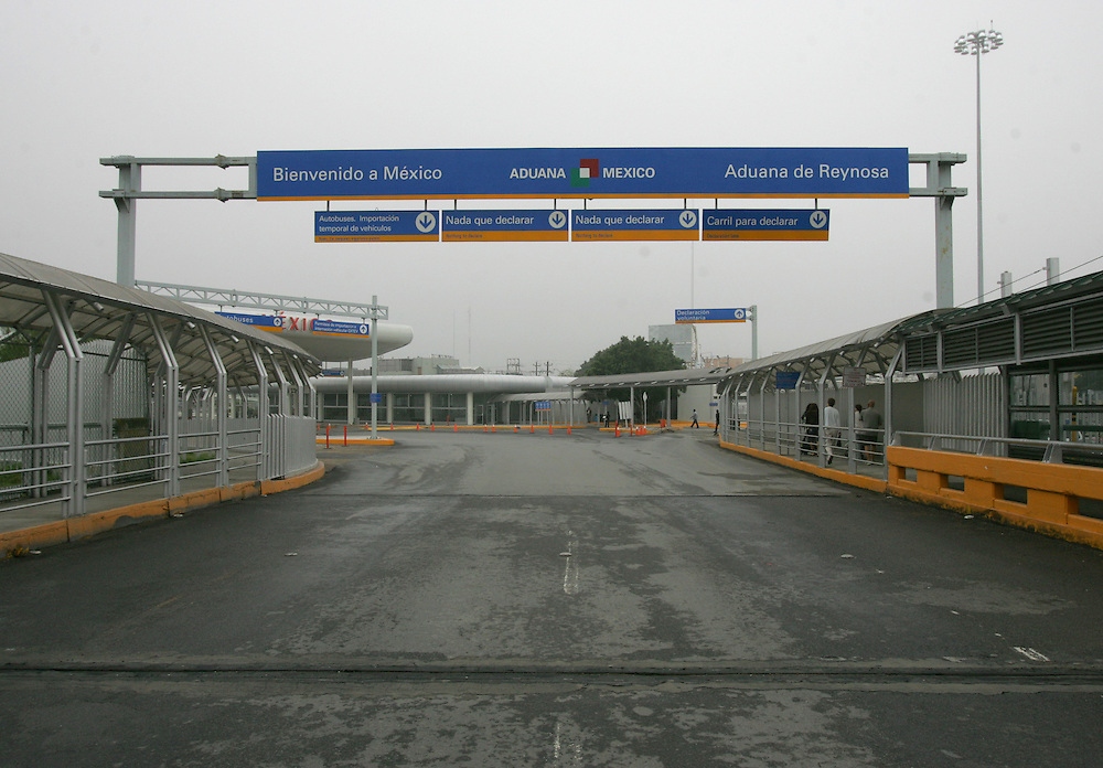 Reynosa, Tamaulipas - 17 Feb 2009 - .The southbound lanes of the Hidalgo International Bridge are empty as a crowd of protesters blocked the entrance and exit in Reynosa on Tuesday morning..Photo by Alex Jones / ajones@themonitor.com