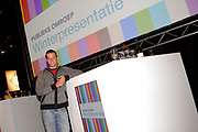 Winterpresentatie Publieke Omroepen in Studio 24 in Hilversum. Tijdens deze presentatie werd de nieuwe zenderindeling van Nederland 1-2 en 3 bekend gemaakt.<br /> <br /> Op de foto:<br /> <br />  Filemon Wesselink ( Spuiten en Slikken , BNN )
