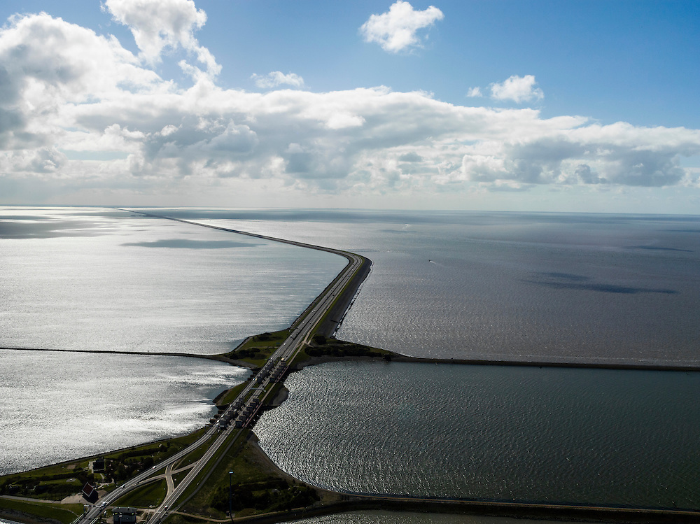 Nederland, Friesland, Gemeente Wonseradeel, 28-04-2010; begin van de Afsluitdijk vanuit Friesland, met Kornwerderzand, gezien naar het westen. Noordhollandsche kust zichtbaar aan de horizon, 32 kilometer verder. Waddenzee rechts, IJsselmeer links. Aanleg van de dijk vormde onderdeel Zuiderzeewerken, initiatief van ingenieur Cornelis Lely..Enclosure Dam from the coast of Friesland, with Kornwerderzand, seen west, North-Holland at the horizon (32 kilometers away). Construction of the dam was part of the Zuiderzee Works, an initiative of engineer Cornelis Lely. IJsselmeer lake (left), the Wadden Sea (right)..luchtfoto (toeslag), aerial photo (additional fee required).foto/photo Siebe Swart