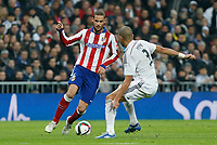 Real Madrid´s Pepe (R) and Atletico de Madrid´s Mario Suarez during Spanish King´s Cup match at Santiago Bernabeu stadium in Madrid, Spain. January 15, 2015. (ALTERPHOTOS/Victor Blanco)