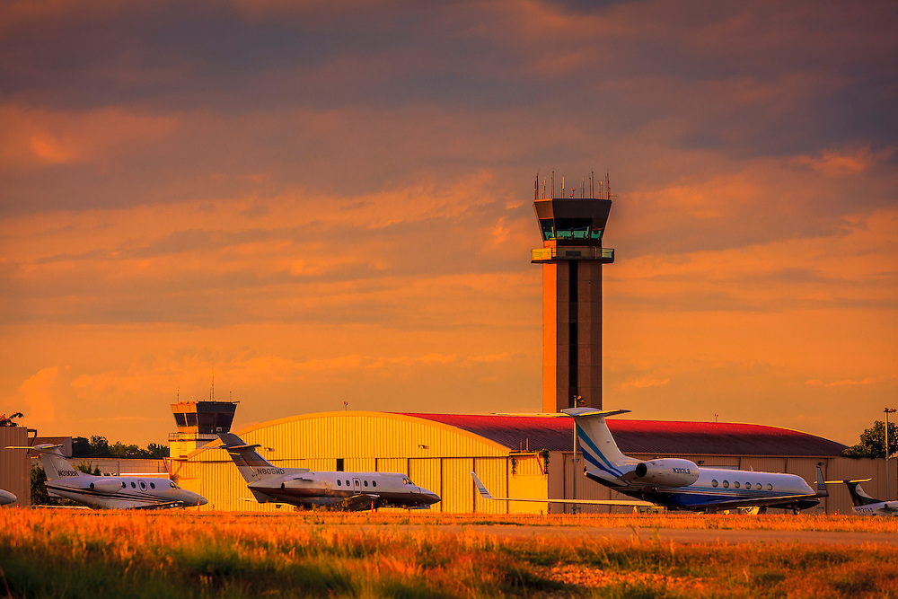 Control tower in the late afternoon light at Atlanta's Dekalb Peachtree Airport (PDK).  <br />