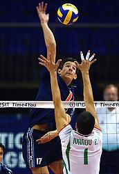 11-09-2003 VOLLEYBAL: EUROPEES KAMPIOENSCHAP: BULGARIJE - NEDERLAND: KARLSRUHR DUITSLAND<br /> Nederland -Bulgarije 0 -3 / Rob Bontje<br /> ©2003-Ronald Hoogendoorn