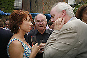 KATHY LETTE, CLIVE JAMES AND CHRISTOPHER HITCHENS, The Spectator At Home. Doughty St. 6 July 2006. ONE TIME USE ONLY - DO NOT ARCHIVE  © Copyright Photograph by Dafydd Jones 66 Stockwell Park Rd. London SW9 0DA Tel 020 7733 0108 www.dafjones.com
