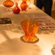 NLD/Den Haag/20190919 - Prinses Margarita exposeert op Masterly The Hague, Prinses Margarita ontwierp oranje vaasje '75 jaar vrijheid' tesamen met Royal Leerdam