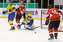 25.04.2010, Eishalle, IJssportcentrum, Tilburg, NED, IIHF Division I WM, Gruppe A, Österreich vs Ukraine im Bild A rebound falls for Thomas Koch, but he fails to score, EXPA Pictures © 2010, PhotoCredit/ EXPA/ Fintan Planting / SPORTIDA PHOTO AGENCY