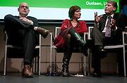 In een zaaltje in Utrecht gaan vier kandidaat-voorzitters van het CDA met elkaar in debat in een avond voor dertigers. Van links naar rechts Martijn Vroom, Ruth Peetoom en Sjaak van der Tak