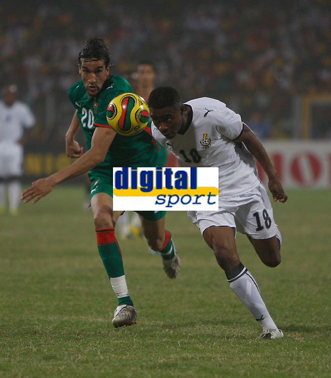 Photo: Steve Bond/Richard Lane Photography.<br /> Ghana v Morocco. Africa Cup of Nations. 28/01/2008. Eric Addo (R) nods the ball in front of Yousef Hadji (L)