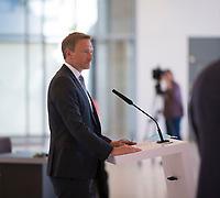 DEU, Deutschland, Germany, Berlin, 21.04.2020: FDP-Partei- und Fraktionschef Christian Lindner bei einem Pressestatement vor der Fraktionssitzung der FDP im Deutschen Bundestag.