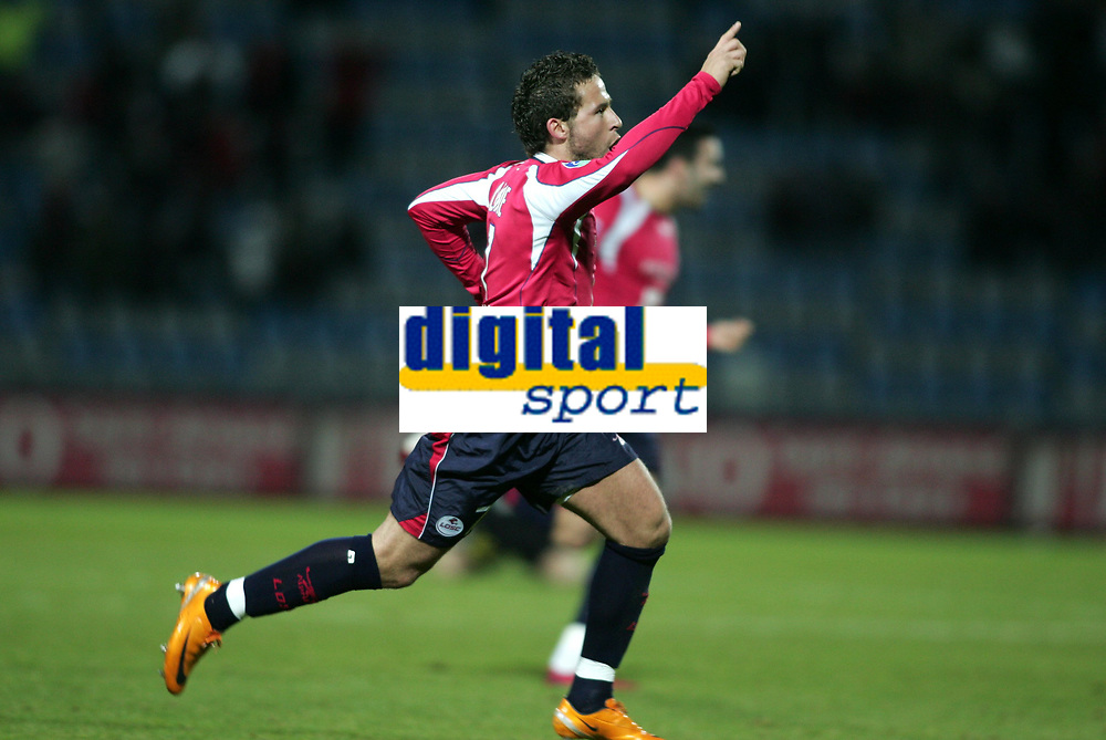 Fotball<br /> Frankrike<br /> Foto: Dppi/Digitalsport<br /> NORWAY ONLY<br /> <br /> FOOTBALL - FRENCH CHAMPIONSHIP 2007/2008 - L1 - LILLE OSC v FC METZ - 12/01/2008 - JOY YOHAN CABAYE (LIL) AFTER HIS GOAL