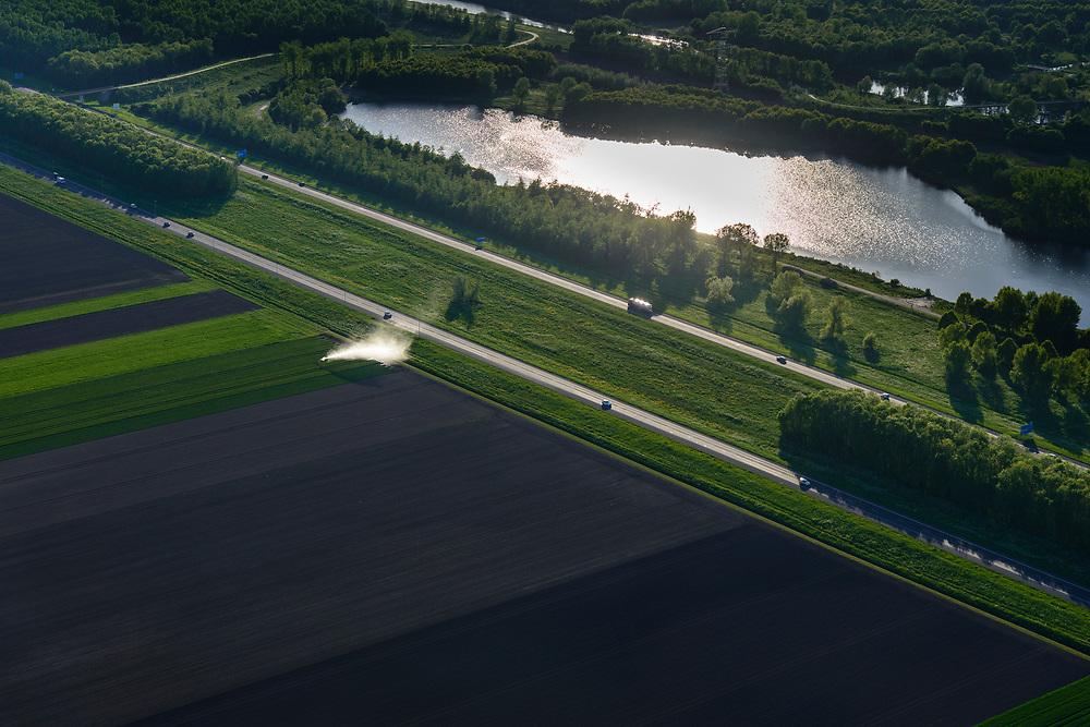 Nederland, Flevoland, Almere, 07-05-2018; Almere Oost, ter hoogte van de Vaartplas. Wegens droogte wordt er gesproeid.<br /> Irrigation due to drought,Eastern Flevoland.<br /> luchtfoto (toeslag op standard tarieven);<br /> aerial photo (additional fee required);<br /> copyright foto/photo Siebe Swart