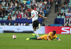2017?6?19?.   ????????——???????????????.    6?19?????????????????????????????????.    ????????????2017????????B??????????3?2????????.    ?????????..(SP)RUSSIA-SOCHI-2017 FIFA CONFEDERATIONS CUP-AUS VS GER.(170619) -- SOCHI, June 19, 2017  Julian Draxler (L) of Germany vies with Mark Milligan of Australia during the group B match between Australia and Germany of the 2017 FIFA Confederations Cup in Sochi, Russia, on June 19, 2017. Germany won 3-2.  7 9854294892 (Credit Image: © Xu Zijian/Xinhua via ZUMA Wire)