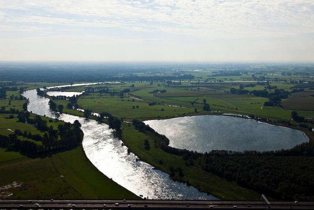 Nederland, Gelderland, Gemeente Deventer, 03-10-2010; IJsselbrug A1 et zuiden van Deventer..IJssel bridge A1 south of Deventer..luchtfoto (toeslag), aerial photo (additional fee required).foto/photo Siebe Swart