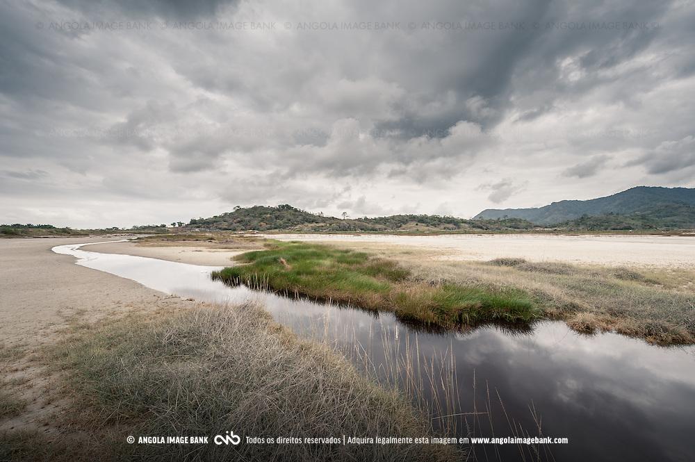 As Salinas-do-Sumbe ao longo da estrada Sumbe  Gabela. Kwanza Sul, Angola.