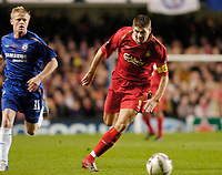 Photo: Leigh Quinnell.<br /> Chelsea v Liverpool. UEFA Champions League. <br /> 06/12/2005. Chelseas Damien Duff can only watch as Liverpools Steven Gerrard powers towards goal.