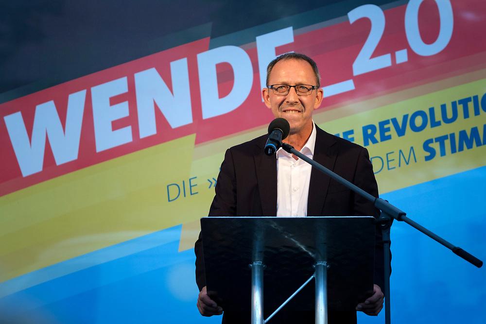 """Wahlkampabschluss - Kundgebung der rechten """"Alternative für Deutschland"""", AfD, im brandenburgischen Landtagswahlkampf mit dem Brandenburger Landesvorsitzenden und Spitzenkandidat A n d r e a s  K a l b i t z, dem sächsichen Landesvorsitzenden Jörg  Urban, und Thüringens AfD-Vorsitzenden B j ör n   H ö c k e, in Königs-Wusterhausen. Jörg Urban hält eine Rede.<br /> <br /> [© Christian Mang - Veroeffentlichung nur gg. Honorar (zzgl. MwSt.), Urhebervermerk und Beleg. Nur für redaktionelle Nutzung - Publication only with licence fee payment, copyright notice and voucher copy. For editorial use only - No model release. No property release. Kontakt: mail@christianmang.com.]"""