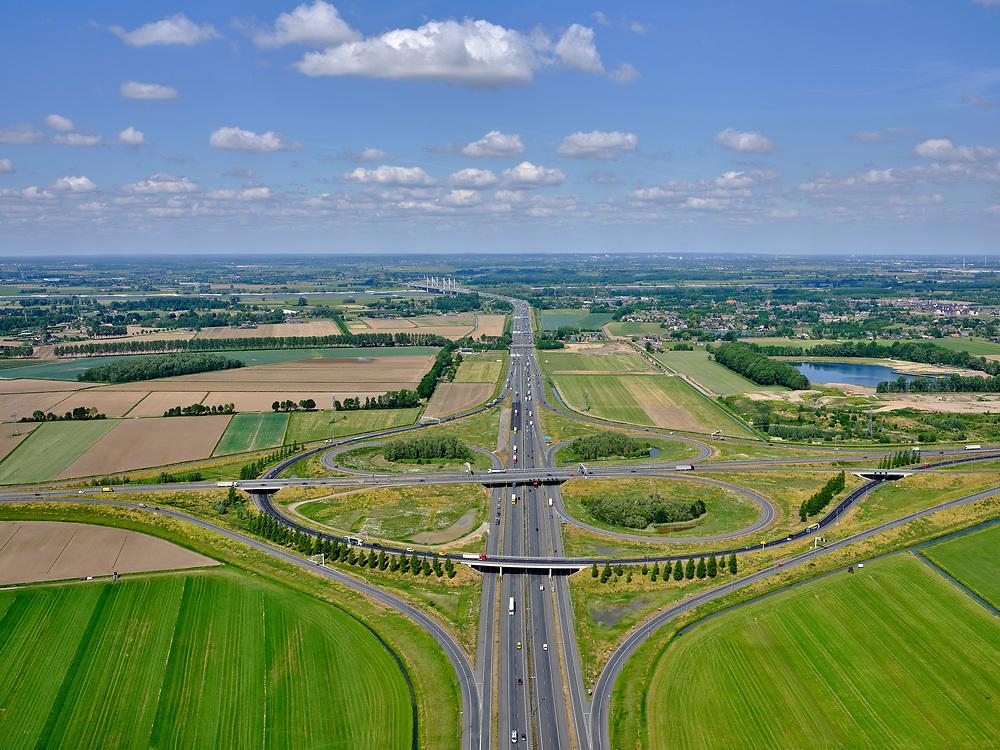 Nederland, Gelderland, gemeente Beuningen; 14–05-2020; Knooppunt Ewijk,klaverturbineknooppunt. Kruising A50), met A73(vanuitVenlo, vanaf rechts)en de autowegN322(Druten, naar links).<br /> Ewijk junction, clover turbine junction. A50 junction (Eindhoven-Emmeloord), with A73 (from Venlo) and the N322 motorway (Druten).<br /> <br /> luchtfoto (toeslag op standaard tarieven);<br /> aerial photo (additional fee required)<br /> copyright © 2020 foto/photo Siebe Swart