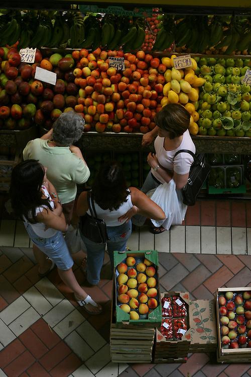 Belo Horizonte_MG, Brasil...Pessoas no Mercado Central em Belo Horizonte...People in Mercado Central in Belo Horizonte...Foto: LEO DRUMOND / NITRO