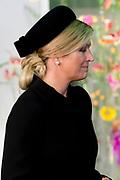 Nationale Herdenking voor de slachtoffers van vlucht MH17 in de RAI , Amsterdam.Vertrek van de gasten na afloop van de bijeenkomst<br /> <br /> National Memorial for the victims of flight MH17 in the RAI, Amsterdam.VThe guests leave after the meeting<br /> <br /> Op de foto / On the photo: <br /> <br />  koningin Maxima  / Queen Maxima