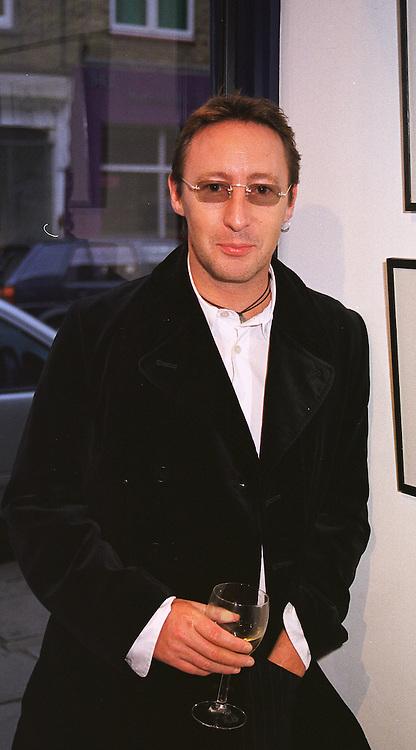 Singer JULIAN LENNON son of John Lennon, at an exhibition in London on 2nd June 1999.MST 40