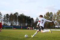 Fotball , 22. october 2016 , Eliteserien , PostNord-ligaen avd 3 , Vidar - Stord<br /> Simen Grov fra Stord i aksjon mot Vidar.<br /> Foto: Andrew Halseid Budd , Digitalsport