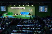 18 OCT 2002, BERLIN/GERMANY:<br /> Uebersicht Saal, waehrend der Vorfuehrung eines Films ueber den Wahlkampf, 20. Bundesdelegiertenkonferenz Buendnis 90 / Die Gruenen, Stadthalle Bremen<br /> IMAGE: 20021018-01-013<br /> KEYWORDS: Parteitag, Bundesparteitag, party conference, BDK