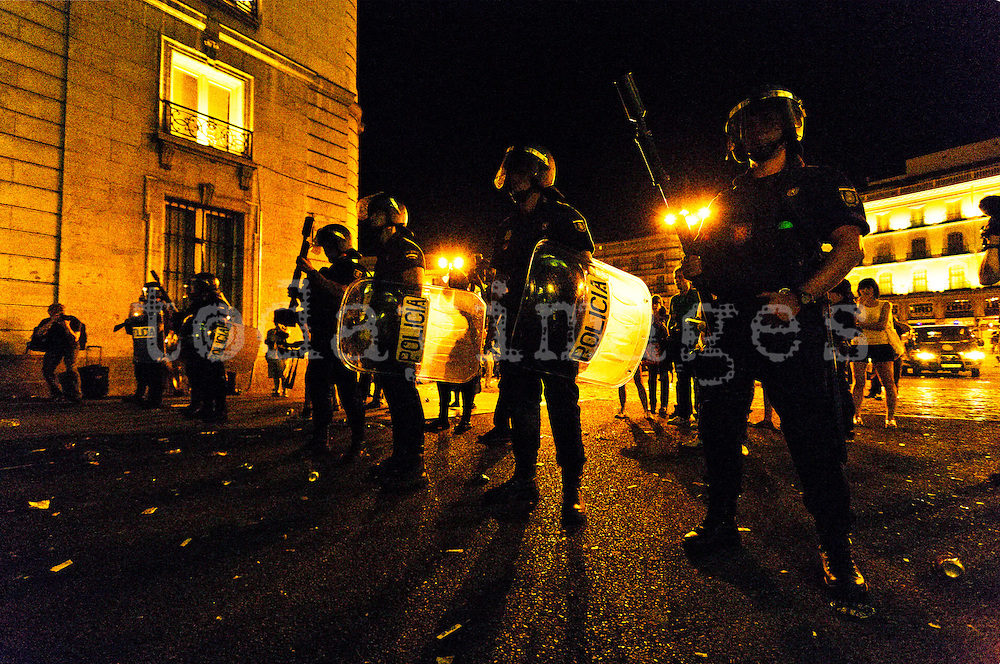 Members of the police riot control access to the Puerta del Sol, to avoid permanent camping 15M movement