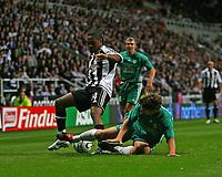 Photo: Andrew Unwin.<br /> Newcastle United v Levadia Tallinn. UEFA Cup. 28/09/2006.<br /> Newcastle's Charles N'Zogbia (L) attacks.