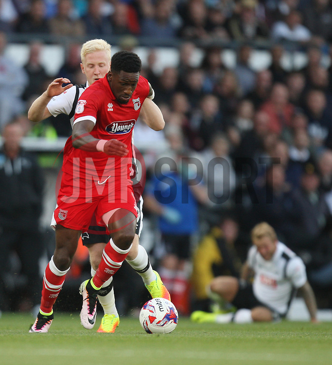 Omar Bogle of Grimsby Town (R) and Will Hughes of Derby County in action - Mandatory by-line: Jack Phillips/JMP - 09/08/2016 - FOOTBALL - iPro Stadium - Derby, England - Derby County v Grimsby Town - EFL Cup First Round