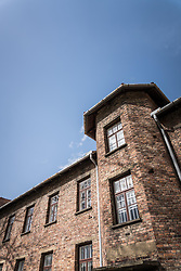 THEMENBILD - Das Stammlager Auschwitz I gehörte neben dem Vernichtungslager KZ Auschwitz II–Birkenau und dem KZ Auschwitz III–Monowitz zum Lagerkomplex Auschwitz und war eines der größten deutschen Konzentrationslager. Es befand sich zwischen Mai 1940 und Januar 1945 nach der Besetzung Polens im annektierten polnischen Gebiet des nun deutsch benannten Landkreises Bielitz am südwestlichen Rand der ebenfalls umbenannten Kleinstadt Auschwitz (polnisch Oświęcim). Teile des Lagers sind heute staatliches polnisches Museum bzw. Gedenkstätte. Im Bild die Fassade des Archives, aufgenommen am 11.04.2018, Oswiecim, Polen // Auschwitz concentration camp was a network of concentration and extermination camps built and operated by Nazi Germany in occupied Poland during World War II. It consisted of Auschwitz I (the original concentration camp), Auschwitz II–Birkenau (a combination concentration/extermination camp), Auschwitz III–Monowitz (a labor camp to staff an IG Farben factory), and 45 satellite camps. Concentration camp Auschwitz I, Oswiecim, Poland on 2018/04/11. EXPA Pictures © 2018, PhotoCredit: EXPA/ Florian Schroetter