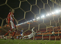 Photo: Andrew Unwin.<br /> Middlesbrough v Blackburn Rovers. Carling Cup. 21/12/2005.<br /> Blackburn's Robbie Savage (C) fires in his team's first goal, but it is disallowed.