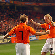NLD/Amsterdam/20060301 - Voetbal, oefenwedstrijd Nederland - Ecuador, Dirk Kuyt word gefeliciteerd met zijn doelpunt door Martijn Meerdink