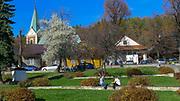 Lanckorona (woj. małopolskie) 2013-10-26. Rynek w Lanckoronie wraz ze średniowiecznym założeniem urbanistycznym. PAP/Jerzy Ochoński