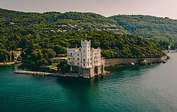 THEMENBILD - das Schloss Miramare (italienisch Castello di Miramare) liegt auf einer Felsenklippe der Bucht von Grignano an der Adria etwa fünf Kilometer nordwestlich der italienischen Hafenstadt Triest, aufgenommen am 12. August 2019 in Triest, Italien // Miramare Castle (Italian: Castello di Miramare) is situated on a rocky cliff in the bay of Grignano on the Adriatic Sea about five kilometres northwest of the Italian port of Trieste. in Trieste, Italy on 2019/08/12. EXPA Pictures © 2019, PhotoCredit: EXPA/ JFK