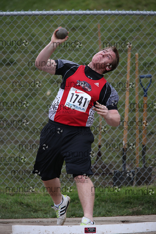 Devon Steckle of South Huron DHS - Exeter competes in the midget boys shot put at the 2013 OFSAA Track and Field Championship in Oshawa Ontario, Thursday,  June 6, 2013.<br /> Mundo Sport Images / Sean Burges