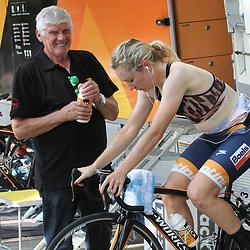 29-08-2017: Wielrennen: Boels Ladies Tour: Wageningen: Amy Pieters en verzorger Michel Lhoest: Boels-Dolmans