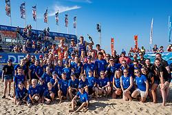 25-08-2019 NED: DELA NK Beach Volleyball, Scheveningen<br /> Last day NK Beachvolleyball / (L-R achter) Dirk Boehlé, Stefan Boermans, Alexander Brouwer #1, Christiaan Varenhorst #1, Jasper Bouter #1 , Ruben Penninga #2. (L-R voor) Joy Stubbe #2, Marleen Ramond- van Iersel #1, Pleun Ypma #2, Emma Piersma #1,Katja Stam #1 Julia Wouters #2 and volunteers