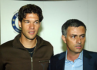Photo: Chris Ratcliffe.<br />Chelsea Press Conference. 15/05/2006. Michael Ballack (L) with Chelsea coach Jose Mourinho after signing for Chelsea.