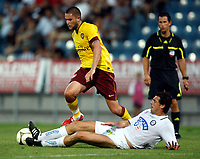 Fotball<br /> 21.07.2010<br /> Foto: Gepa/Digitalsport<br /> NORWAY ONLY<br /> <br /> SK Sturm Graz vs Arsenal FC<br /> <br /> Bild zeigt Henry Lansbury (Arsenal) und Thomas Burgstaller (Sturm).