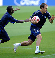 Photo: Richard Lane.<br />Chelsea training session. UEFA Champions League. 30/10/2006. <br />Chelsea's Arjen Robben plays rugby during traing.