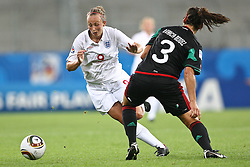17.07.2010,  Augsburg, GER, FIFA U20 Womens Worldcup, England vs Mexico,  im Bild Toni Duggan (England Nr.9) im Kampf mit Garciamendez Alina (Mexico Nr.3)   , EXPA Pictures © 2010, PhotoCredit: EXPA/ nph/ . Straubmeier+++++ ATTENTION - OUT OF GER +++++
