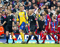 Fotball<br /> England 2004/2005<br /> Foto: SBI/Digitalsport<br /> NORWAY ONLY<br /> <br /> Crystal Palace v Southampton. Barclays Premiership. 07/05/2005<br /> <br /> Peter Crouch of Saints and Gonzalo Sorondo of Palace confront referee H Webb ove their sendings off