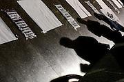 Santiago Mazzarovich/ URUGUAY/ MONTEVIDEO/ Diversas organizaciones sociales convocaron a concentrarse en la Plaza Independencia, para repudiar la represión que está ocurriendo en Oaxaca, México, contra los maestros. El saldo represivo es de 10 asesinados, decenas de heridos y posibles casos de desaparición.<br /> <br /> En la foto: Concentración parar repudiar la represión en Oaxaca. Foto: Santiago Mazzarovich/adhocFotos.<br /> <br /> 20160629 día miércoles