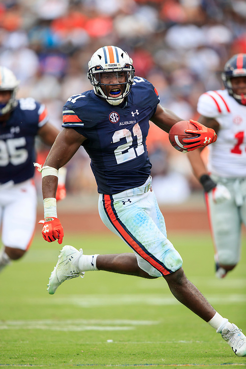 Auburn Tigers running back Kerryon Johnson (21) carries the ball during an NCAA football game against the Mississippi Rebels, Saturday, October 7, 2017, in Auburn, AL. Auburn won 44-23. (Paul Abell via Abell Images for Chick-fil-A Peach Bowl)